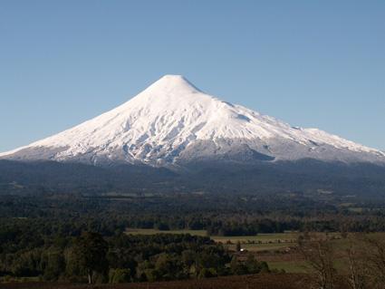 El Osorno desde las cercanías de Puerto Fonck