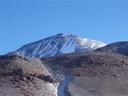Vista del Ojos del Salado desde el campamento Atacama