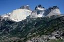 Cuernos del Paine, desde la base, zoom out