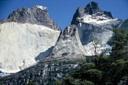 Cuernos del Paine, desde la base, zoom in