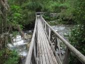 Puente al inicio del sendero