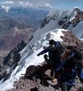 Parado sobre la Pared Sur del Aconcagua