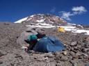 Vista a la cumbre desde el Camp. 5.800 msnm.