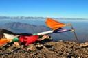 Vista desde la cumbre y Bandera de Plegaria