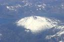 Volcán y laguna