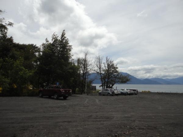 Estacionamiento camping Playa Petrohué