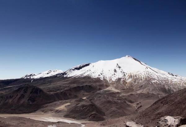 Acotango desde faldas del volcán Guallatiri