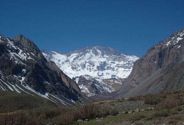 Volcán San José desde cajón río Volcán