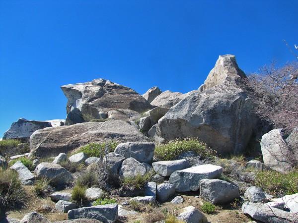 Rocas bajo la cumbre
