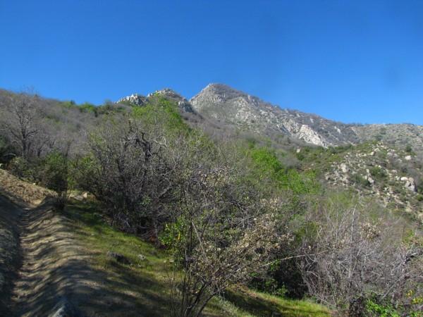 Vista a la punta Imán desde el sendero