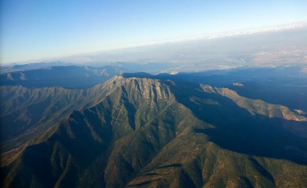 Cerro Bustamante desde el avión