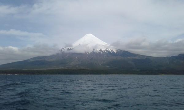 Volcán Osorno desde lago Todos los Santos