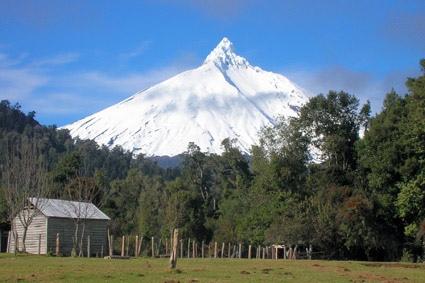 Volcán Puntiagudo desde el norte (Lago Rupanco)