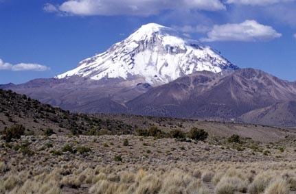Volcán Sajama desde el oeste, rumbo al campo base