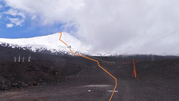 Ruta de ascenso con nieve