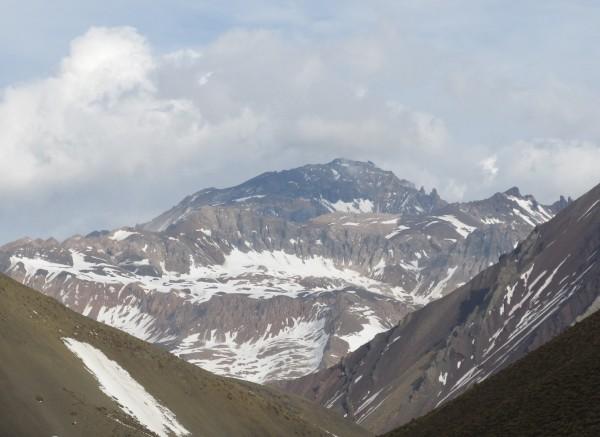Cerro Manchado desde Termas de Colina