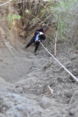 Bajada al pie de la cascada