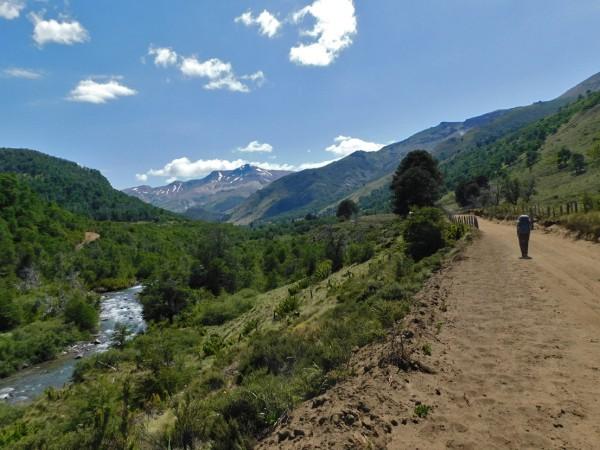 Camino hacia el interior del valle