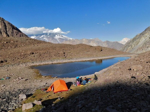 Campamento junto a la segunda laguna