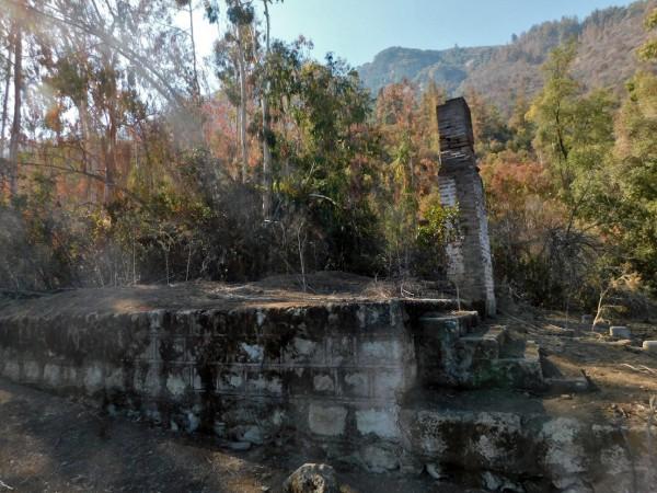 Casa en ruinas junto a las placetas