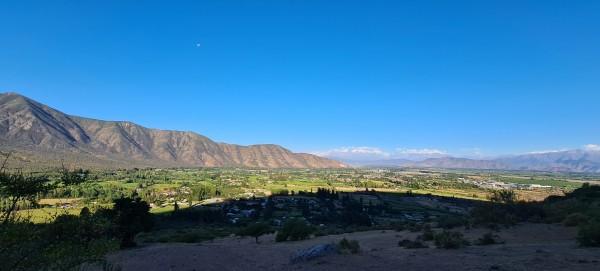 Vista desde la cumbre hacia Lo Miranda.