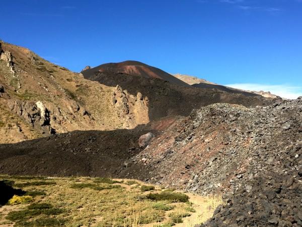 Entre bellas vegas nace el cono volcánico que se oculta tras un manto de escorial