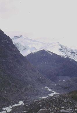Cerro Mesoncito desde el camino al Embalse del Yeso.