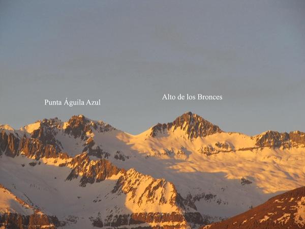 Panorámica al Atardecer al Alto de los Bronces y la Punta Águila Azul