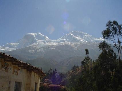 Huascarán desde Musho, pueblo de partida