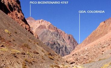 El Pico Bicentenario desde la entrada de la Quebraada Colorada