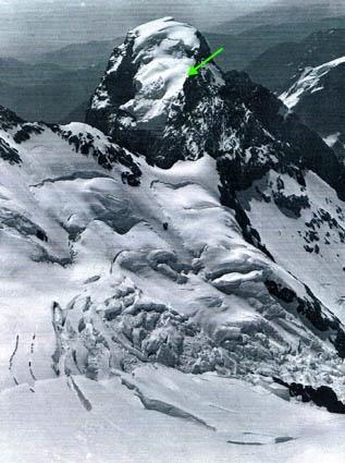Glaciar colgante y cumbre
