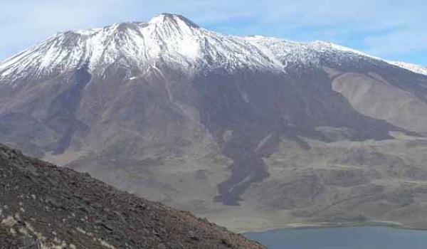 Volcán Tromen desde cerro Wayle