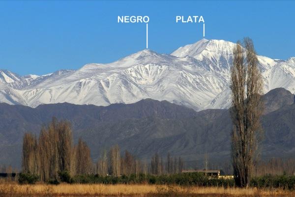 Cerro Negro desde el llano mendocino.